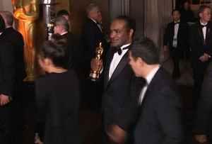 The Latest: AP video appears to show alleged Oscar thief apnewsarchive.com/2018/The-Lates… -->