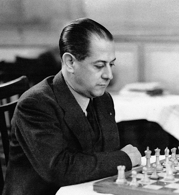 """""""A passed Pawn increases in strength as the number of pieces on the board diminishes"""" -Capablanca  #chess #quotes #chesspawns #Endgame #chesstips #learnchess #famousquotes"""