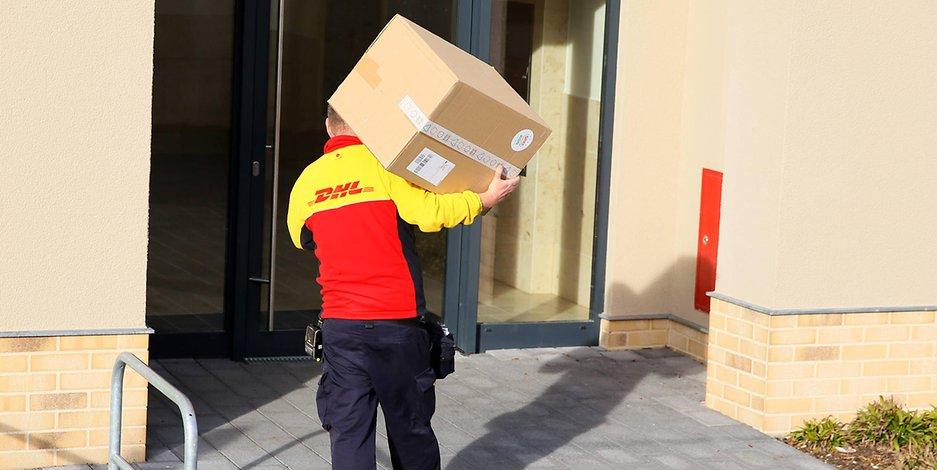 Keine Pakete! 600 DHL-Zusteller sollen heute streiken. #DHL #Berlin https://t.co/JAHxDUiyQ8