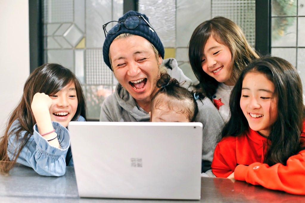 WinPCを巧みに操るウチの社長。  #さすが社長  #しゃっちょ #Windows #Surface #dynabook #LAVIE  #WDLC #MyFirstPC #撮影者_妻 #子供達とPC使って勉強中