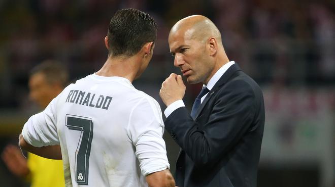 #Zidane est un phénomène... Il a bu #Emery. Il met un #Vasquez sur le terrain et fait entrer #Bale pour achever #DaniAlves... #PSGREAL