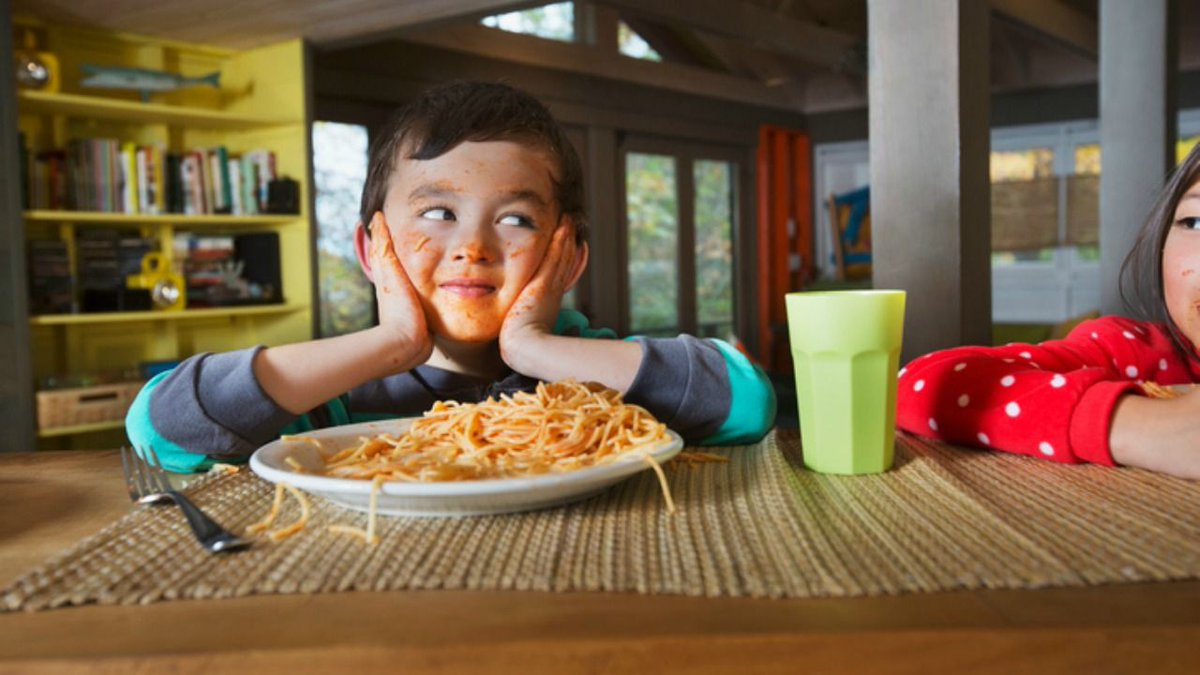 should parents control whst kids eat Insisting that your children eat certain foods may actually cause them to eat less as a parent, you are responsible for providing healthy food choices to your children your children should be allowed to decide how much to eat based on how hungry they feel.