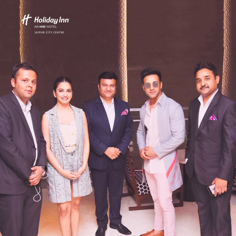 Veere Di Wedding Cast.Holiday Inn Jaipur On Twitter The Talented Youth Icons Kriti