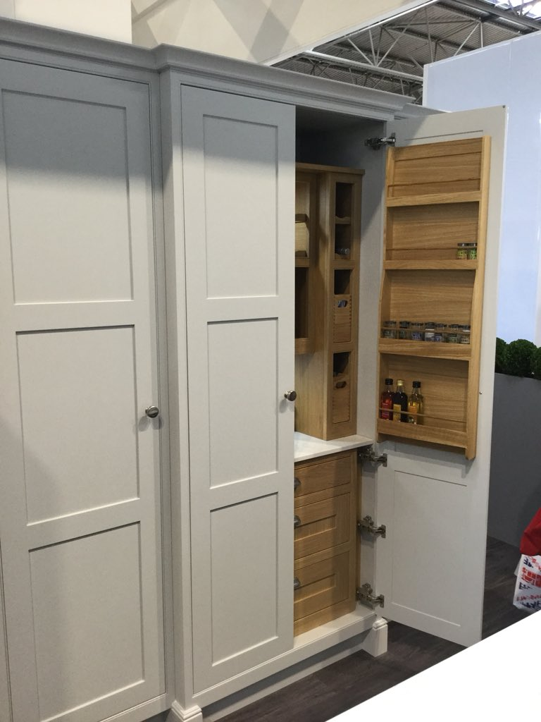 Mereway are launching Signature - a brand new addition to the The English Revival range @MerewayKitchens #futurekbb #kbb18