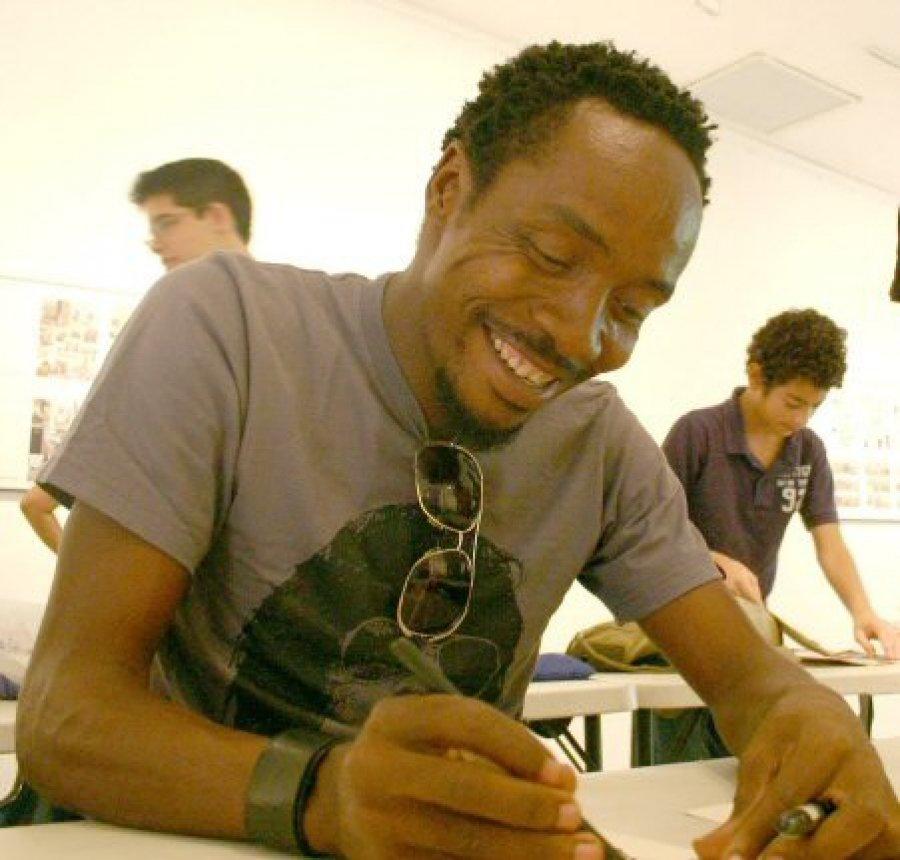 So relieved that cartoonist Ramón Esono Ebalé has finally been released! #FreeNseRamon #EquatorialGuinea