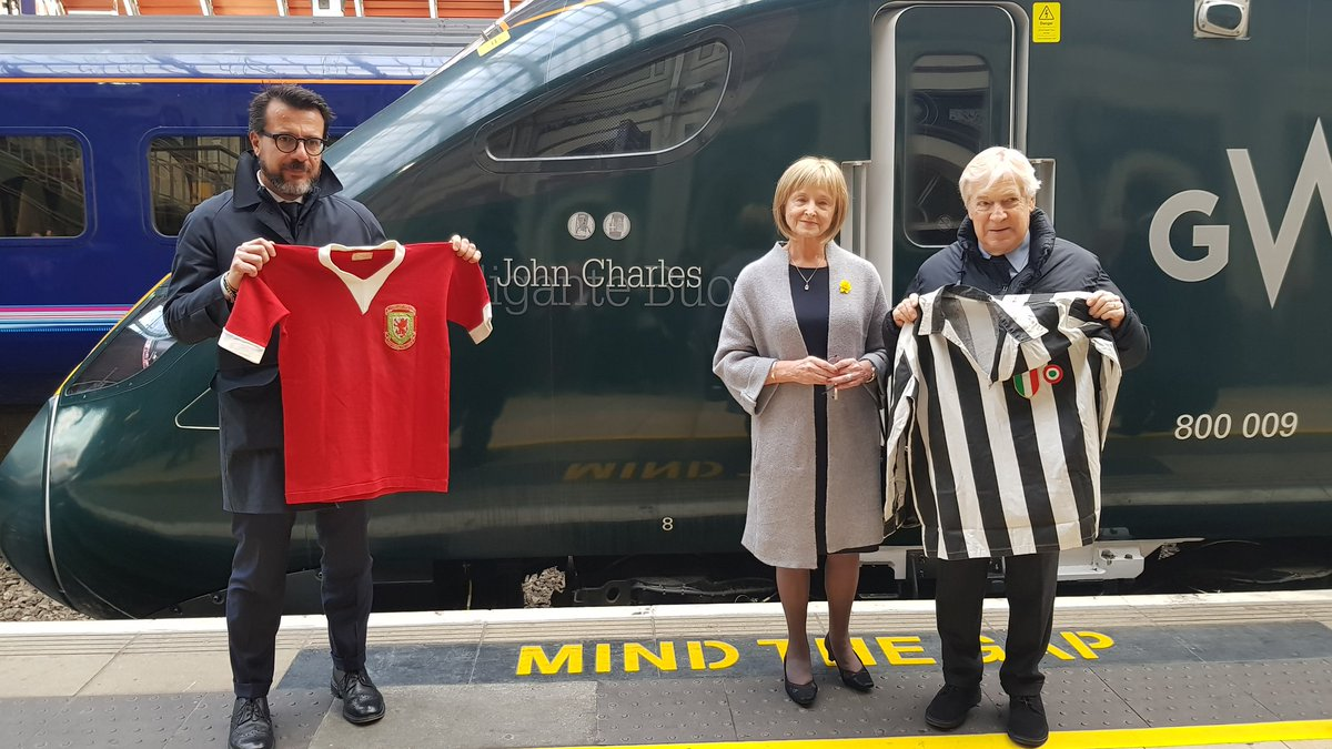 Bianconeri legend, John Charles, honoured today by the Club and @GWRHelp, who fittingly name IET train number 009 after him at Paddington Station.