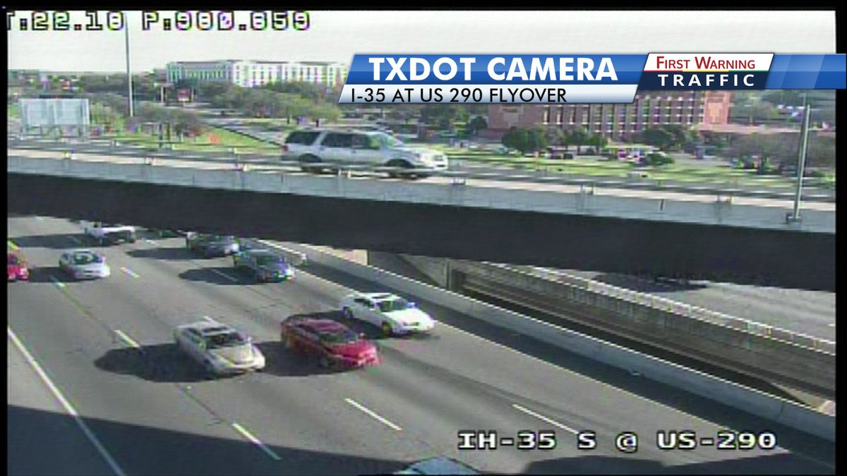 Atxtraffic New Stalled Car Blocking The Left Lane On Sb I 35 At Us 290 Flyoverpic Twitter 3lzipbmt9t