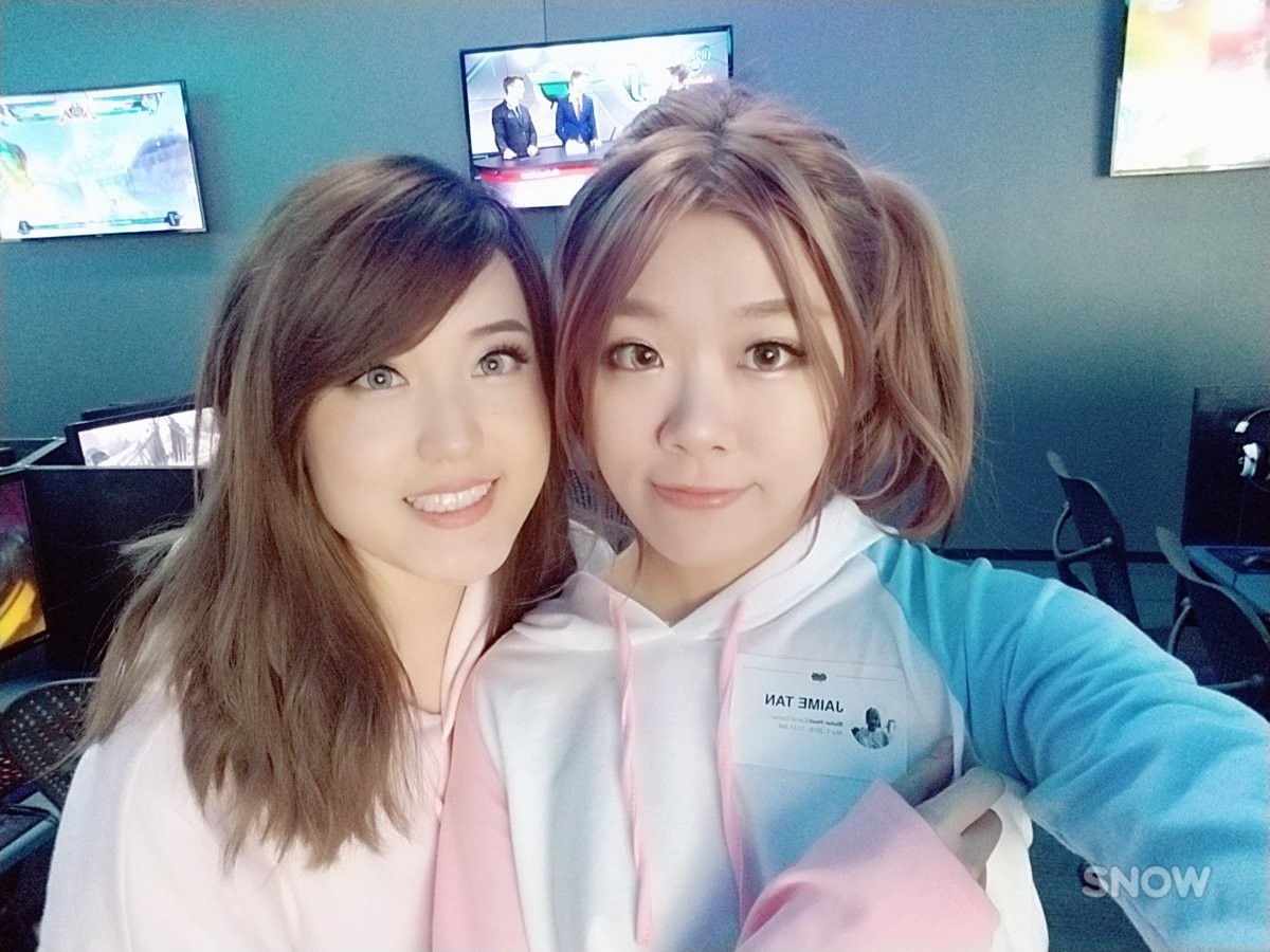 Gonna be live soon at riot pc bang ^_^ twitch.tv/igumdrop 💟