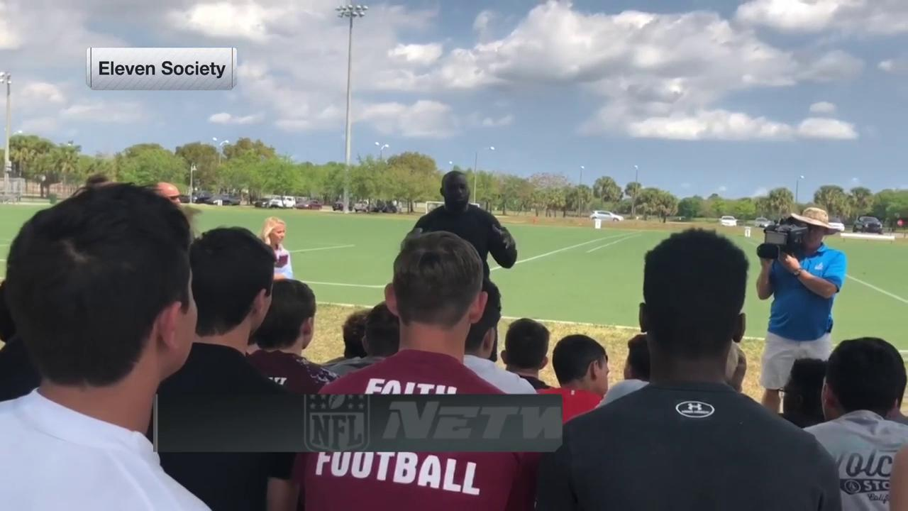 Awesome to see @CoreyLiuget support the Stoneman Douglas High School football team. https://t.co/3lsD9s7Cju
