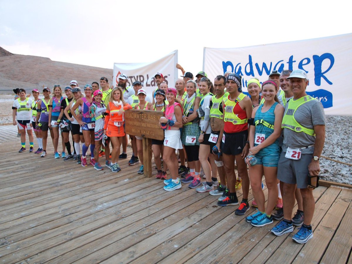 Behold, the 100 worlds toughest runners, the competitors in the 2018 Badwater 135 on July 23-25! Roster: dbase.adventurecorps.com/roster.php?bw_… Website: badwater.com (Photo from 2017 start line, first wave)! #Badwater135 #WorldsToughest #UltraRunning