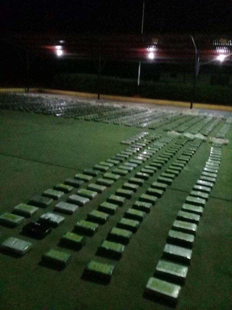 Tag todossomosvenezuela en El Foro Militar de Venezuela  DXtCOVjXcAozG6b
