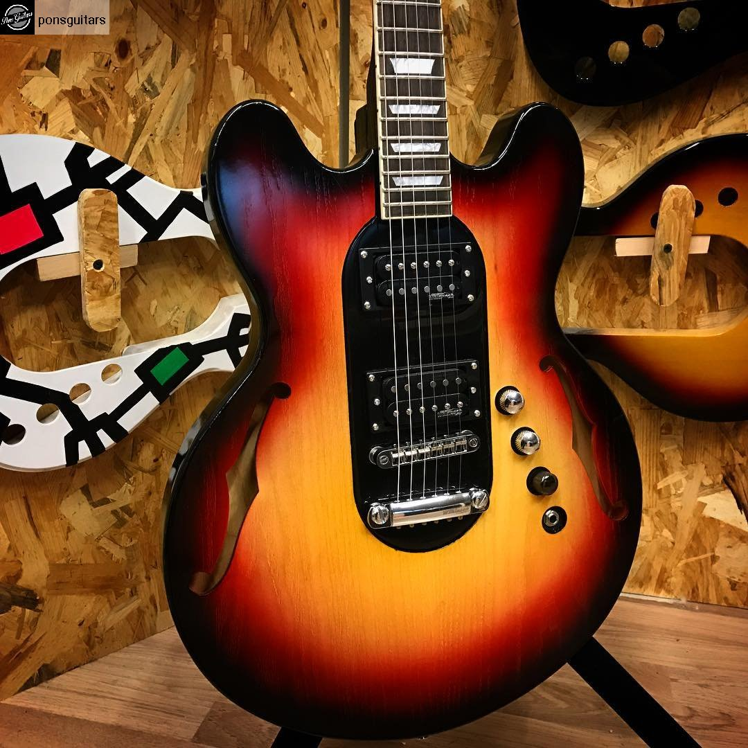 Guitarra on for Guitarras barcelona