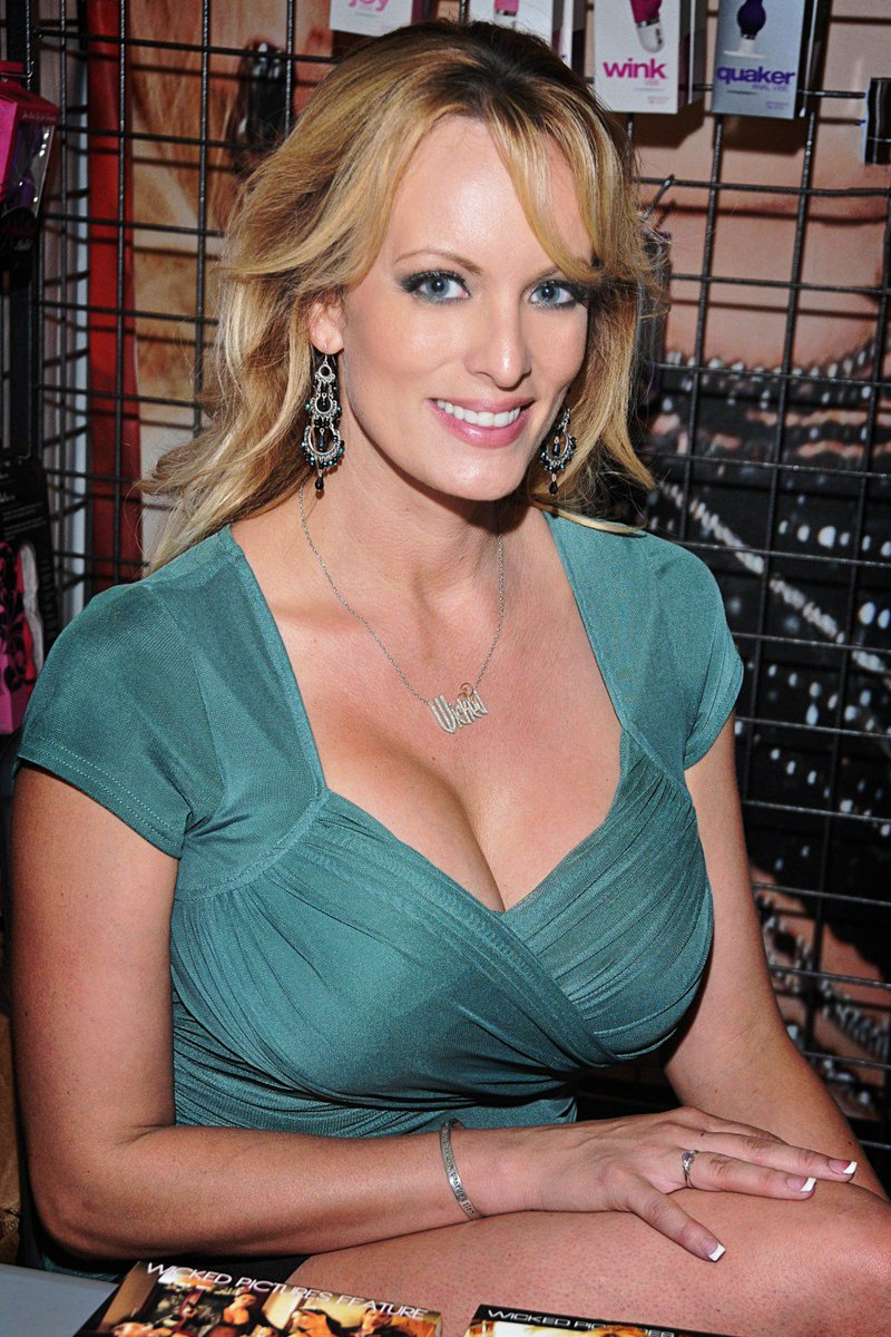 Twitter Stormy Daniels nude photos 2019