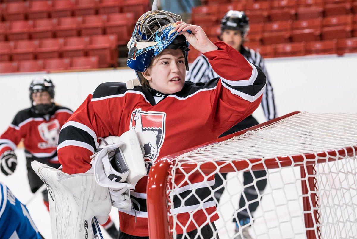 ¿Delilah jugando a hockey sobre hielo? P...