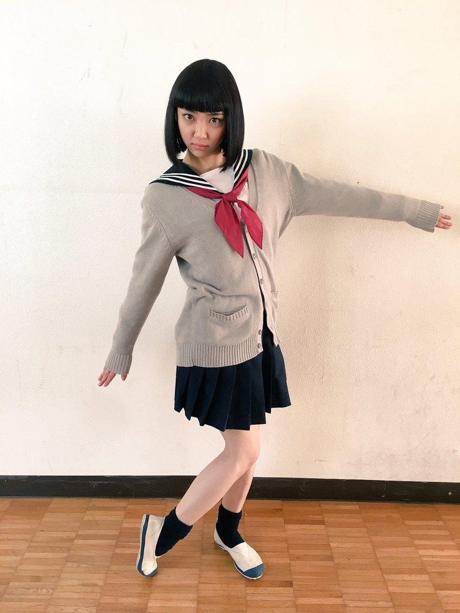 山谷花純さんのショートパンツ姿