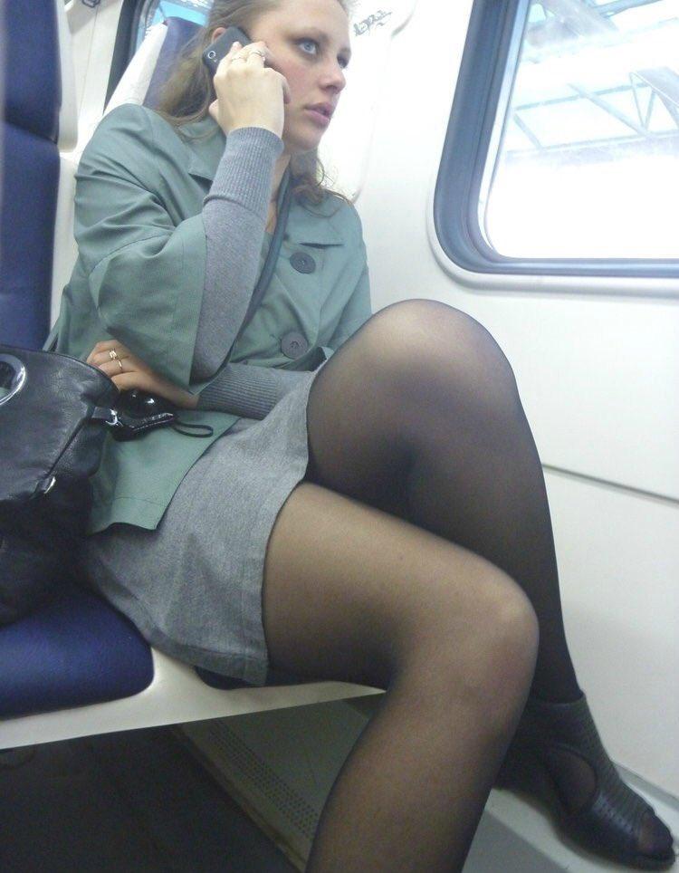 что в колготках под юбкой в транспорте отметил