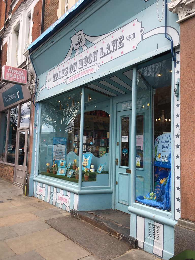 Loved, loved, loved visiting @talesonmoonlane this sunny afternoon 📚☀️