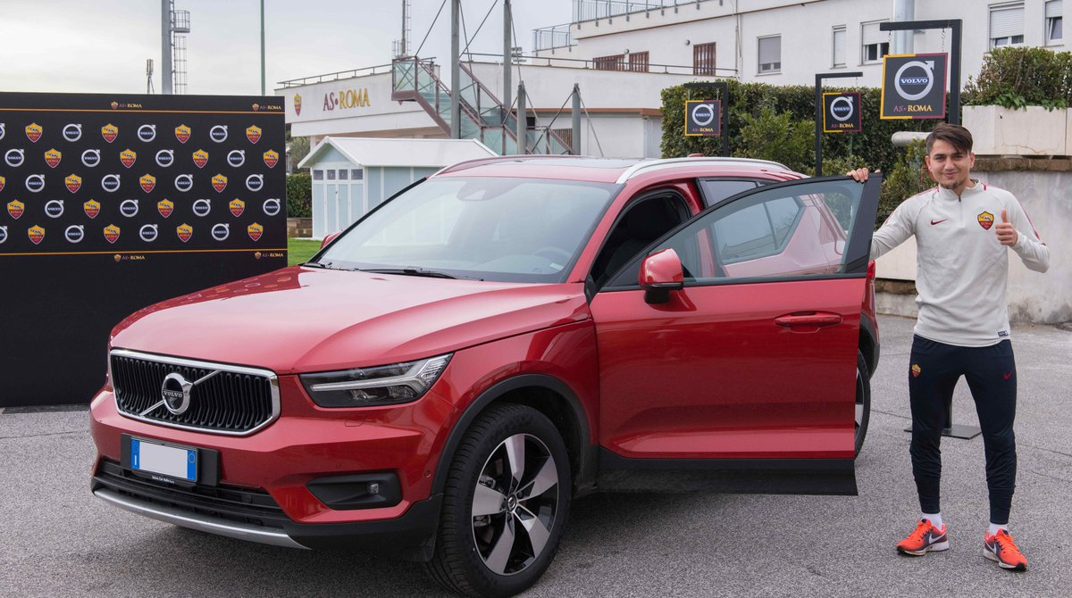 Picture of his Volvo XC40   car