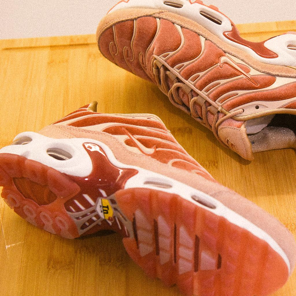 4e272e6fab76e ... spain the premium nike air max plus dusty peach is now available in  womens sizes featuring
