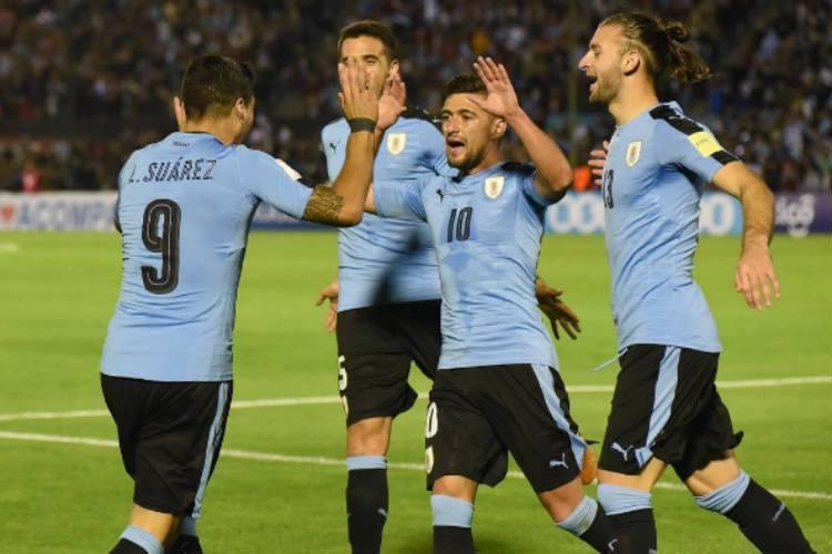 De Arrascaeta é titular no triunfo do Uruguai sobre a Rep. Tcheca, na Copa da China      https://t.co/ICuLCpeoVh