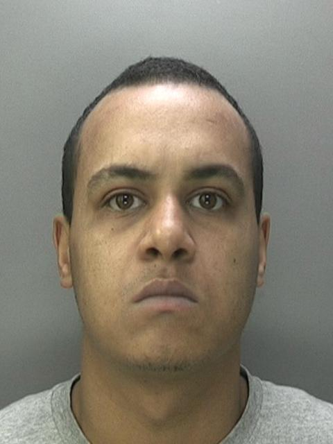 LIFE JAIL: Dominic Palmer from #Birmingham has just been jailed for life for 2 motiveless knife attacks, including one on a schoolboy. He&#39;ll spend at least 20 years behind bars. Read full story on how we caught him:  http:// ow.ly/Di3i30j7dpC  &nbsp;  <br>http://pic.twitter.com/DUsKXMraCo