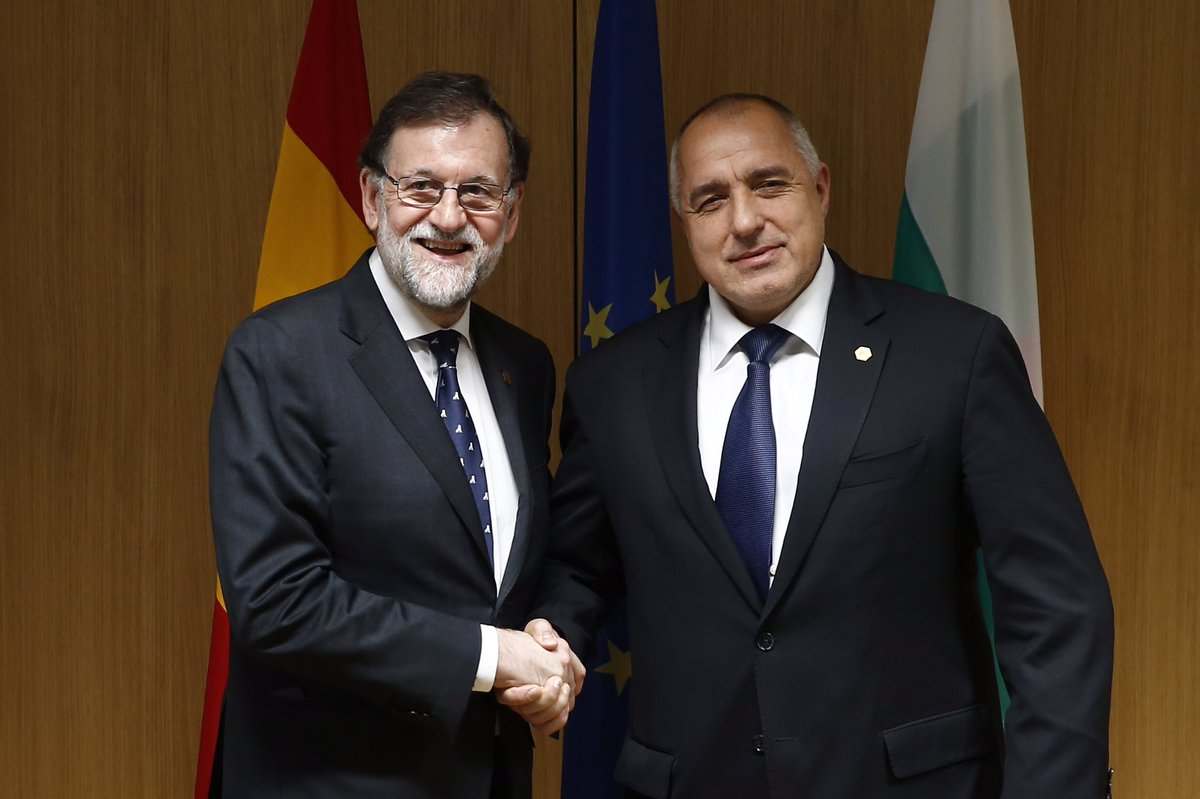 Encuentro con el primer ministro @BoykoBorissov. #Bulgaria ostenta la presidencia semestral del Consejo de la #UE y tiene en #España un aliado leal en la defensa de la unidad, la cohesión y la competitividad.