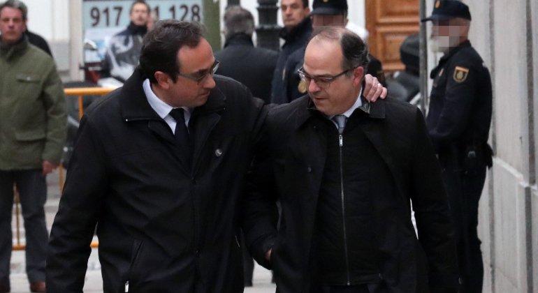 #ÚltimaHora | La Fiscalía pide prisión para Turull, Rull, Romeva, Forcadell y Bassa por riesgo de fuga y reiteración delictiva https://t.co/0BIYV1oqf2