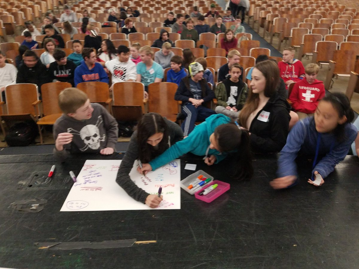 Yorktown students present to 8th graders at Williamsburg Middle School about staying drug free. <a target='_blank' href='http://twitter.com/YorktownHS'>@YorktownHS</a> <a target='_blank' href='http://twitter.com/Principal_YHS'>@Principal_YHS</a> <a target='_blank' href='http://twitter.com/YorktownSentry'>@YorktownSentry</a> <a target='_blank' href='http://twitter.com/APSVirginia'>@APSVirginia</a> <a target='_blank' href='https://t.co/FGOmq5V9Mx'>https://t.co/FGOmq5V9Mx</a>