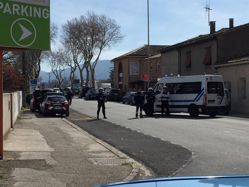 #ÚLTIMAHORA   El terrorista que se ha atrincherado en un supermercado de Trèbes (Francia) reclama la liberación de Salah Abdeslam, el único terrorista superviviente de los atentados de París de 2015https://t.co/smQstX1FpB