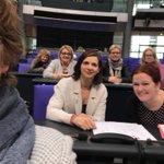 Da hat ist aus Versehen ein Foto im #Plenum entstanden. Debatte zu #Gesundheit #letzteDebatte #nurFrauen #weissteBescheid @katjadoerner @BriHasselmann @K_SA @KirstenKappert @GrueneBeate @MariaKlSchmeink @HajdukBundestag @ulle_schauws @GrueneBundestag