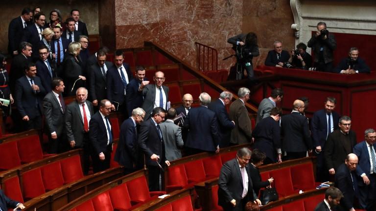 VIDÉO - Incident à l'Assemblée : l'opposition quitte l'hémicycle pour éviter que 'Jupiter ait tous les éclairs' https://t.co/dz2CQaSR7O