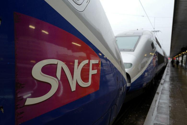 Occupé au téléphone, le conducteur de #TGV rate la gare 😂https://t.co/QDdhyUyfjj #insolite