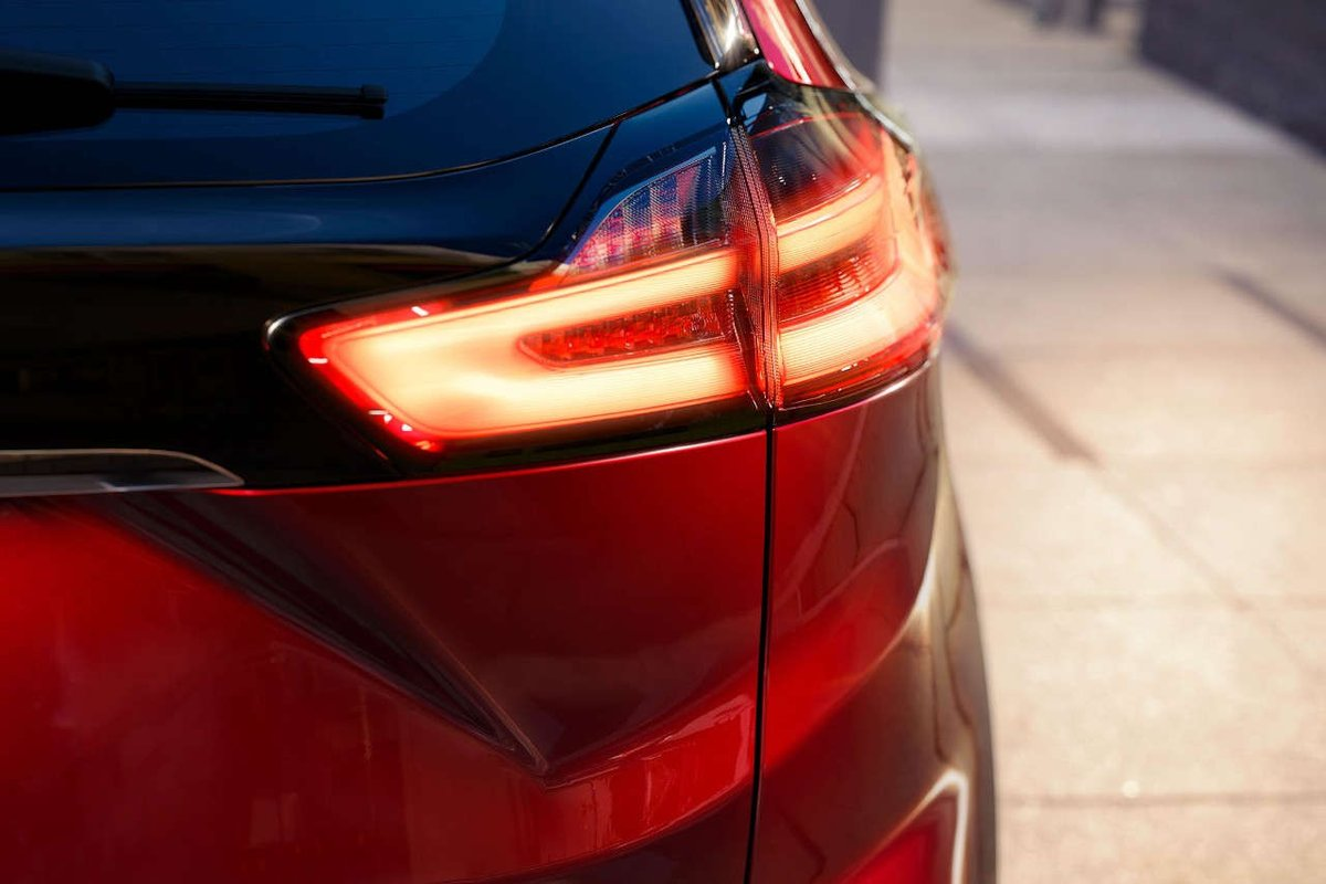 The standard new LED tail lamps on the 2019 Edge are brighter and more efficient than traditional halogen lamps!  Available summer 2018. https://t.co/OtgIIEPEMp