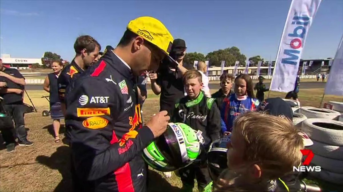 Image for the Tweet beginning: Aussie @F1 star @danielricciardo is