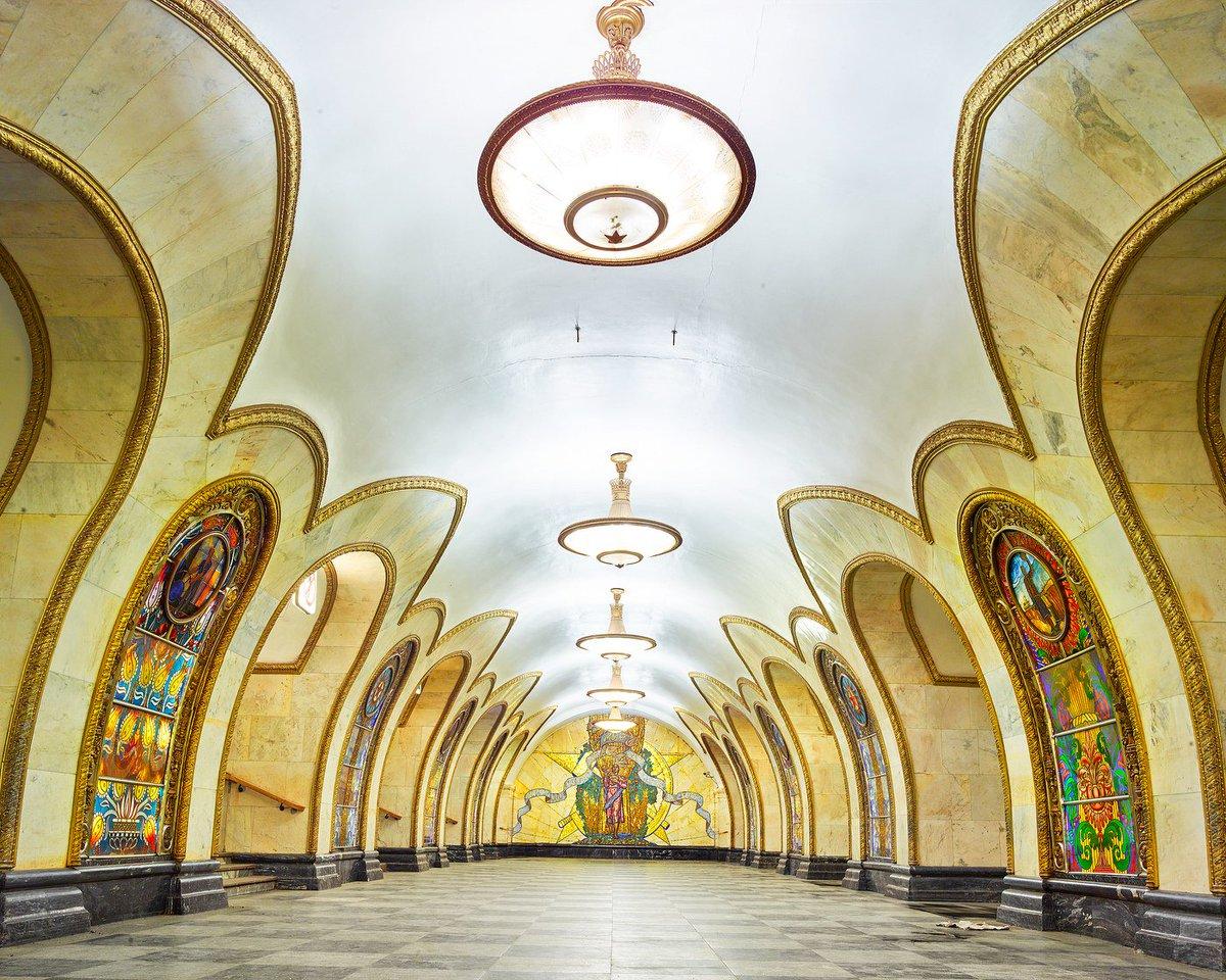 ロシアの地下鉄の駅が、まるで宮殿のよう 〈アーカイヴ記事〉 https://t.co/FfvDAtmjN2