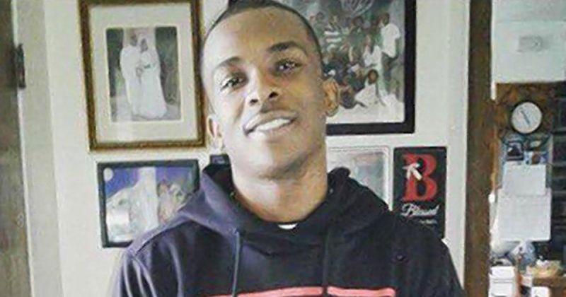 Sacramento police fatally shoot an unarmed black man in his backyard: https://t.co/f7IIde8t2W