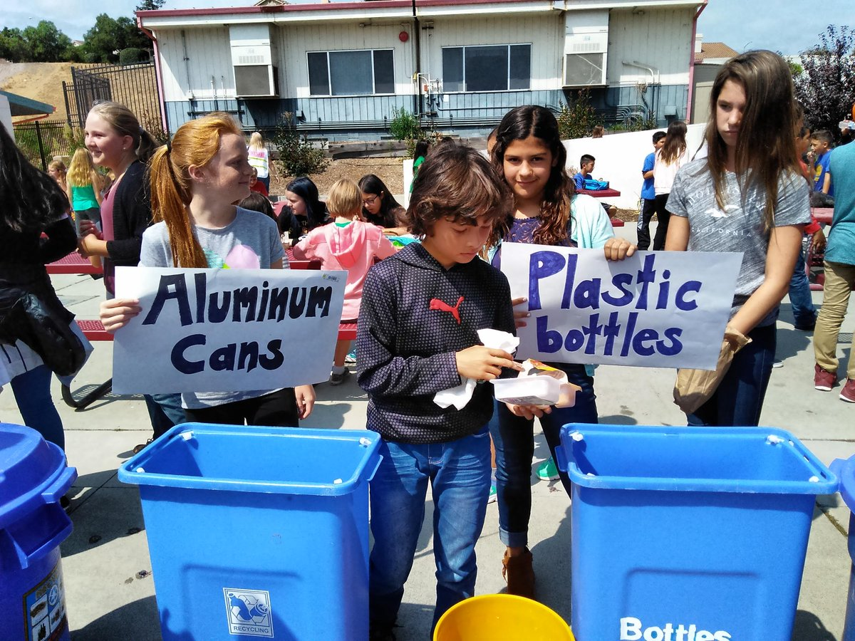Buena Vista Middle School students collect aluminum cans and plastic bottles. Credit: Kelly Baraki.