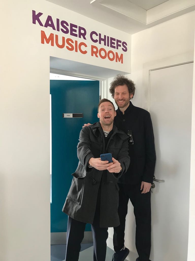 RT @KaiserChiefs: These two should get a room..... https://t.co/yxHW2raV5C