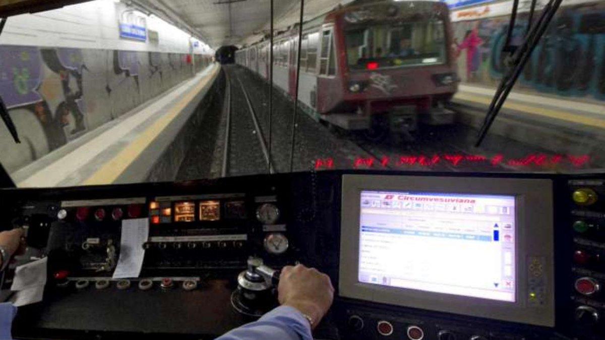 Trenord: lo sciopero ferma il 100% dei treni, bus per Malpensa #Treni https://t.co/pjBYoW5Rmt