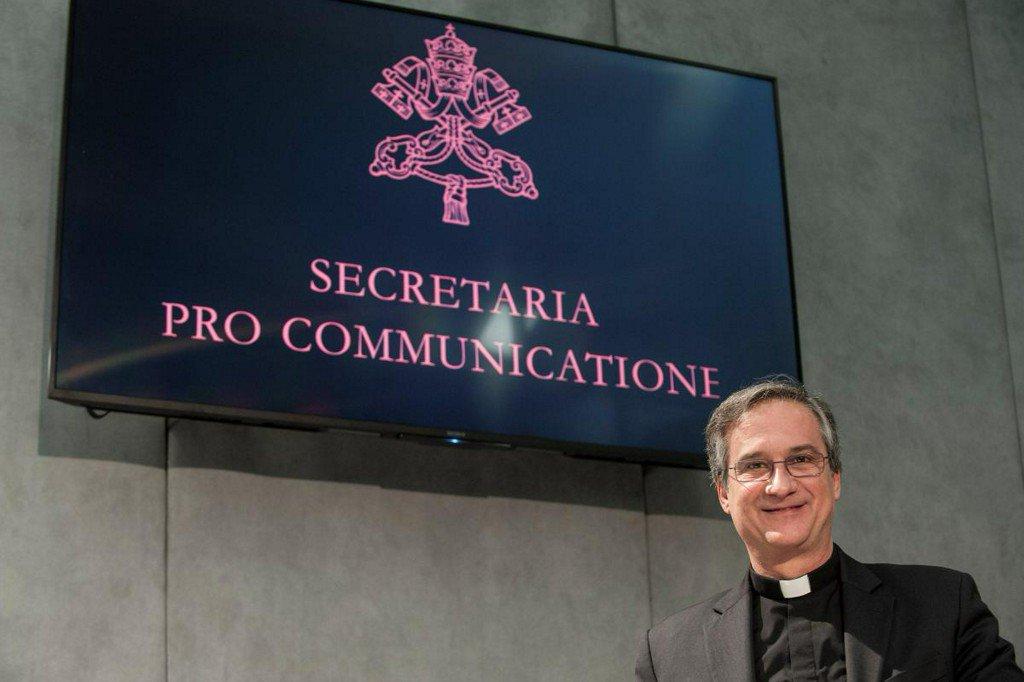 Vatican communications chief resigns over 'Lettergate' scandal https://t.co/3hr4sX1l6B https://t.co/1rlZaXrRCC