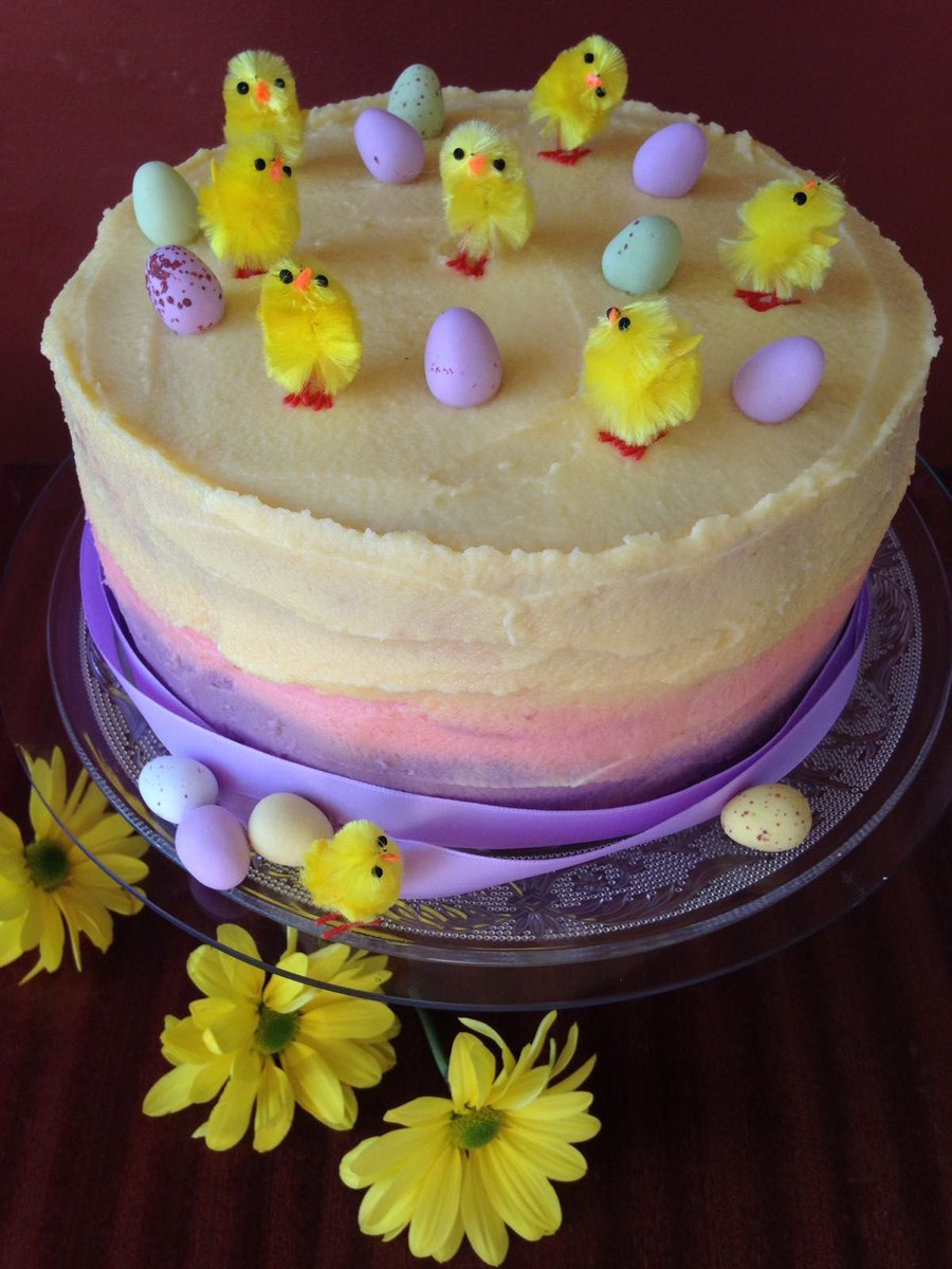 Watch me prepare this lovely Easter cake LIVE on the @RTEToday show with Maura & Daithi now, thanks to @Avonmoretaste