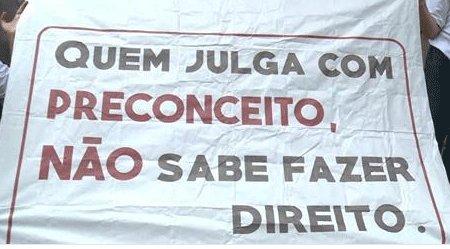 Desembargadora que divulgou mentiras sobre Marielle é alvo de protesto no Rio por ofensa a pessoas com síndrome de Down https://t.co/Se0QhksYAx #G1