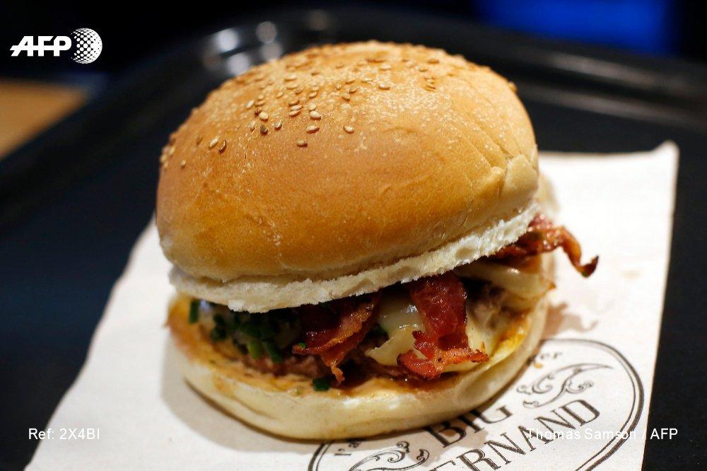 Le burger 'premium' cartonne en France: de celui des chaînes américaines comme Five Guys et Steak'n Shake, aux 'hamburgés' du Français Big Fernand, pionnier du burger gourmet 'made in France' https://t.co/9mgGi7UXVb par @almondesert et @pamsopamso #AFP