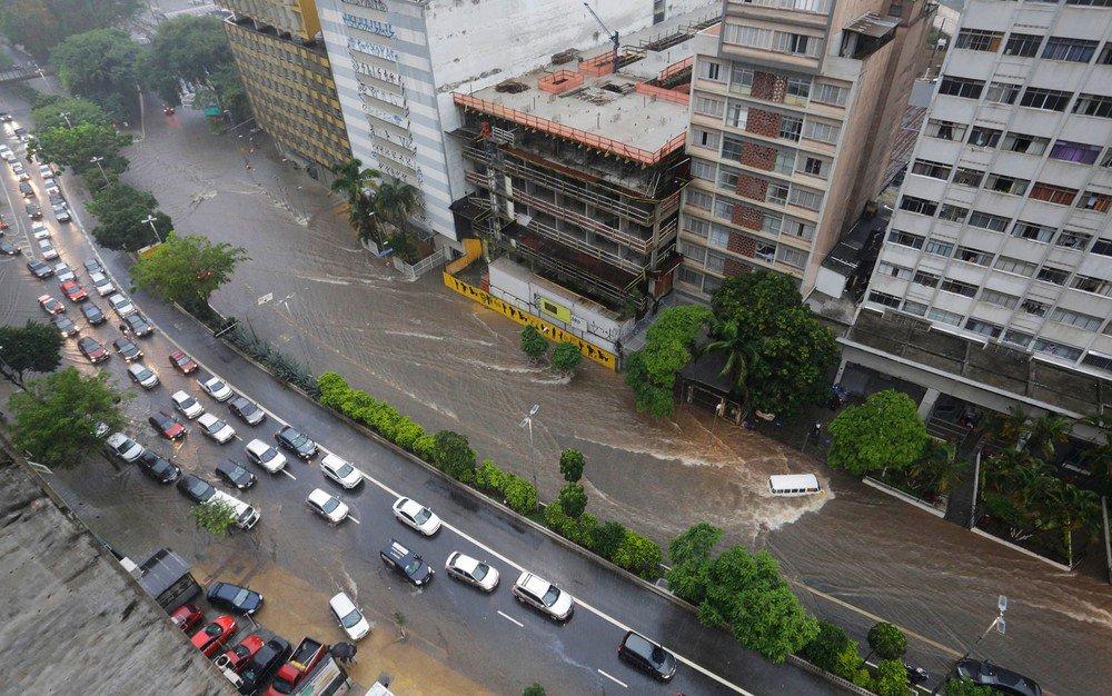 Homem morre após ser atingido por árvore em temporal; é a 3ª morte após chuva desta terça em São Paulo https://t.co/QRc6VHiD2r #G1