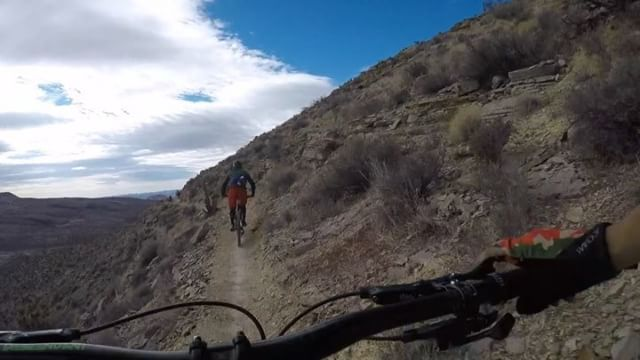 The weather is getting nicer, grab your mates and go for a rip . #mcghieslv #vegasmtb  #mountainbiking http://ift.tt/2FUqTTOpic.twitter.com/z7ZoiKMUph