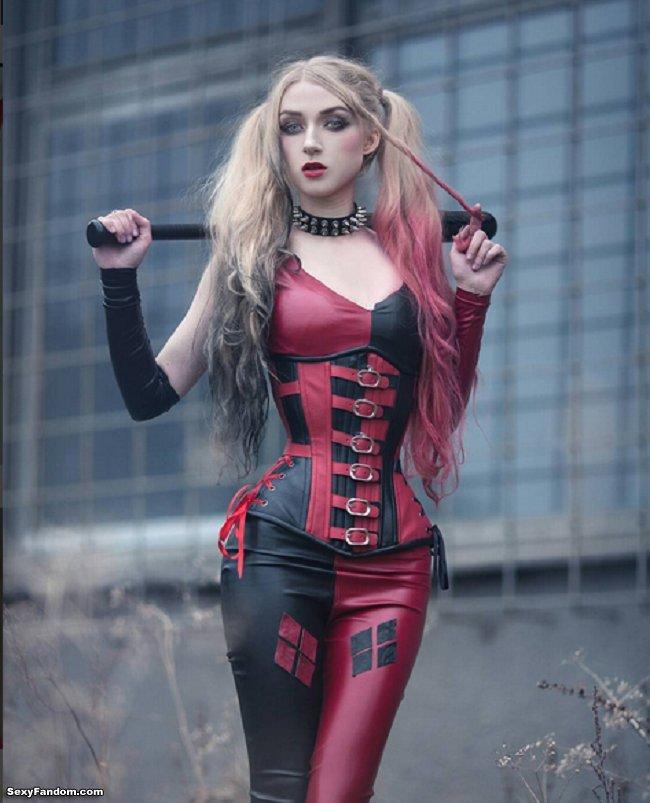 Sexy Fandom: Hiya Puddin'!!!: Harley Quinn Corset Cosplay...