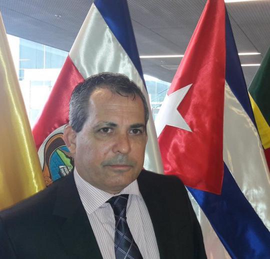 Diplomático cubano desenmascara en Perú a falsos representantes de sociedad civil