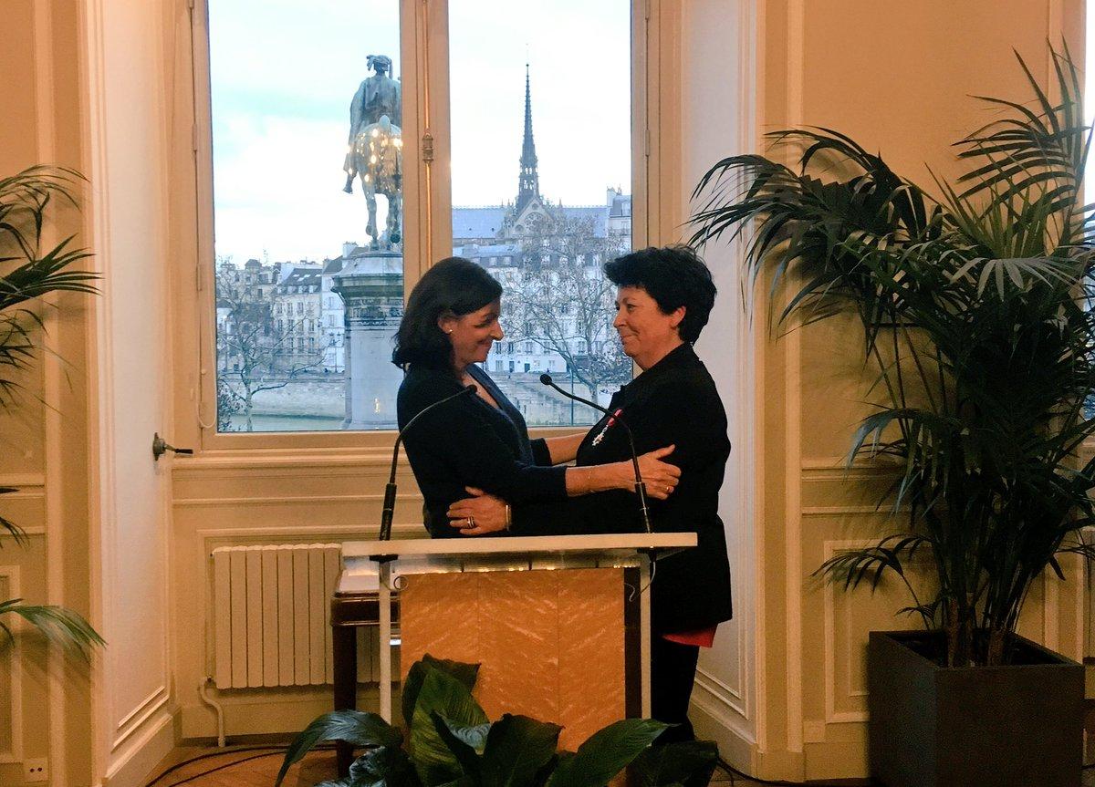 @AparisClimat @Paris @Yves_Contassot @Celia_Blauel @c40cities @SergeOrru Cette cérémonie survient le jour même du vote du nouveau #PlanClimat  Air Énergie pour faire d #Parise  une ville neutre en carbone et 100% énergies renouvelables en 2050. Tout un symbole : ce sont des personnes comme Anne qui permettent à Paris d'oser relever ce défi. https://t.co/s5QsePJ1PO