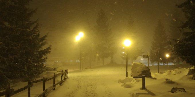 Nevando en Formigal. Con ventisca a ratos.