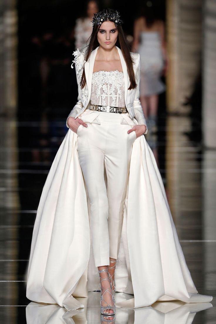パンツスタイルのウェディングドレスもあるから受けも攻めも関係ねぇ。着飾れ。世界で一番幸せで美しくなれ。